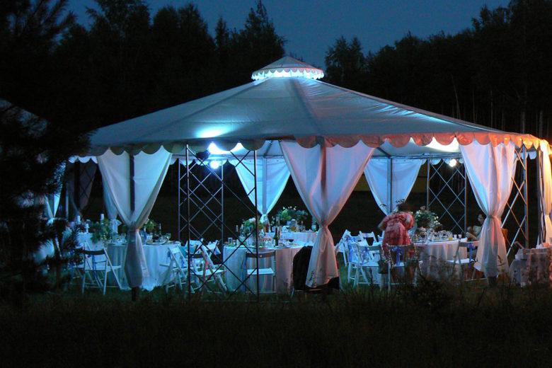 Ночное освещение в арендованном шатре