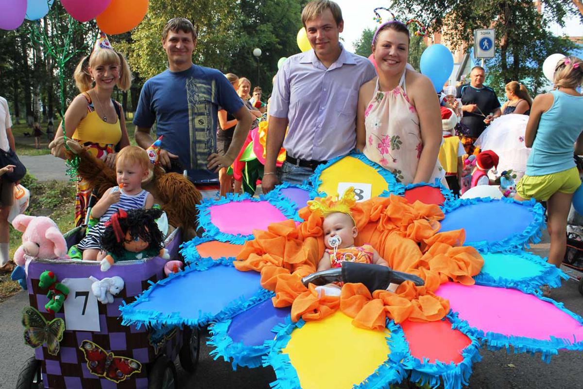 Детская коляска из цветов фото